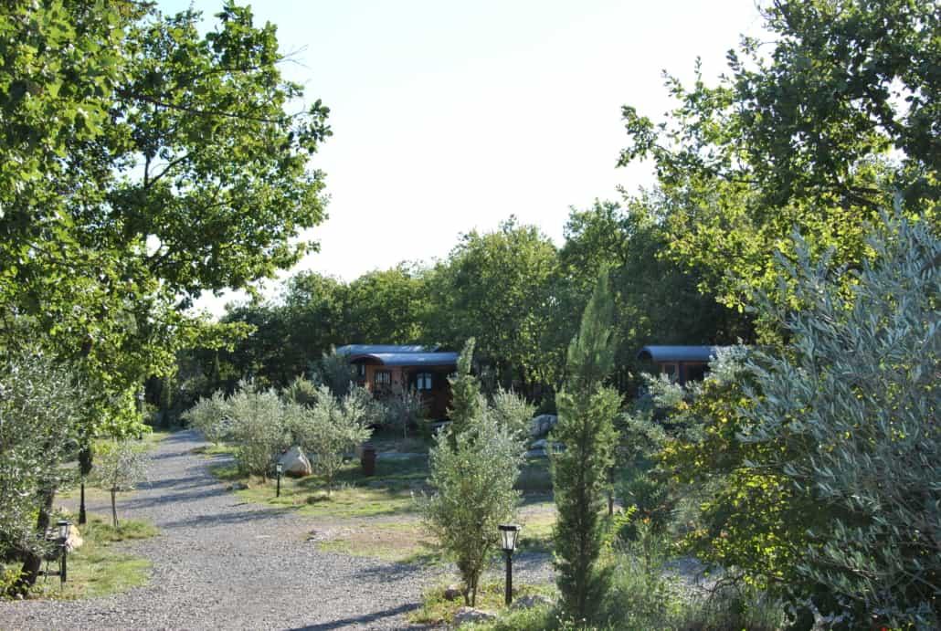 Environnement nature et boisé Les Roulottes et Cabanes de Saint Cerice