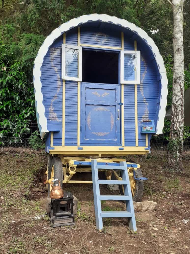 Roulotte en bois en Bretagne - Les Forges Wagon
