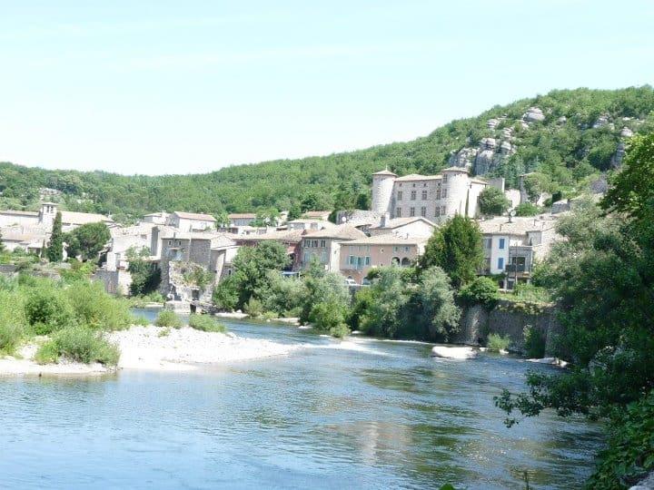 Le Village de Vogue Les Roulottes et Cabanes de Saint Cerice