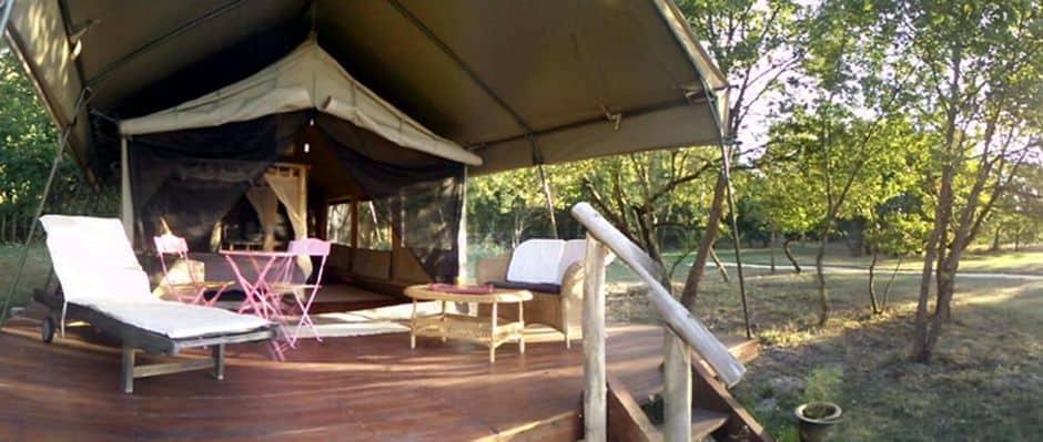Terrasse tente Safari à Chenehutte Ecolodge La Maison Joulin
