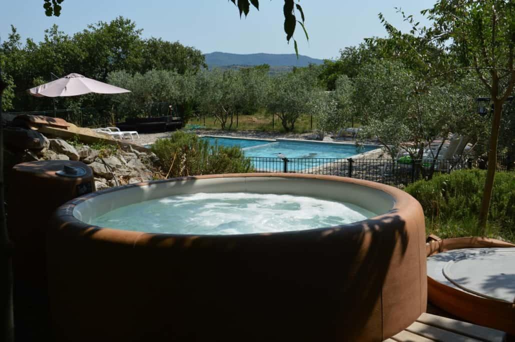 Spa et piscine Les Roulottes et Cabanes de Saint Cerice