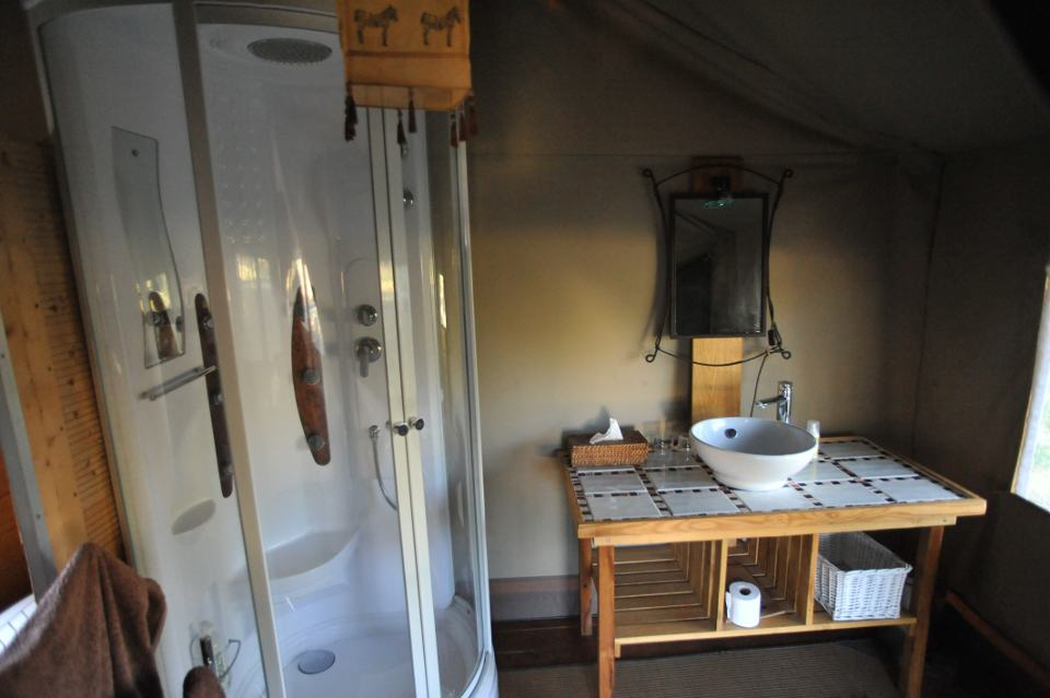 Salle de bain Tente Safari Ecolodge La Maison Joulin