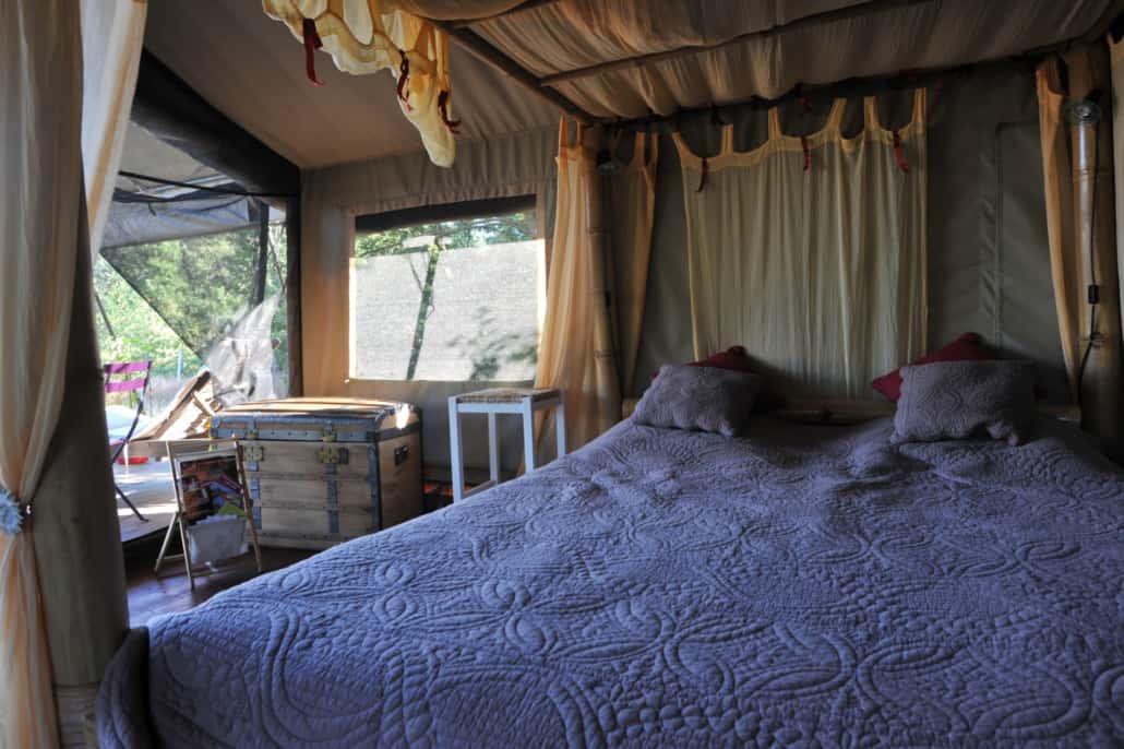 Chambre tente safari Ecolodge La Maison Joulin